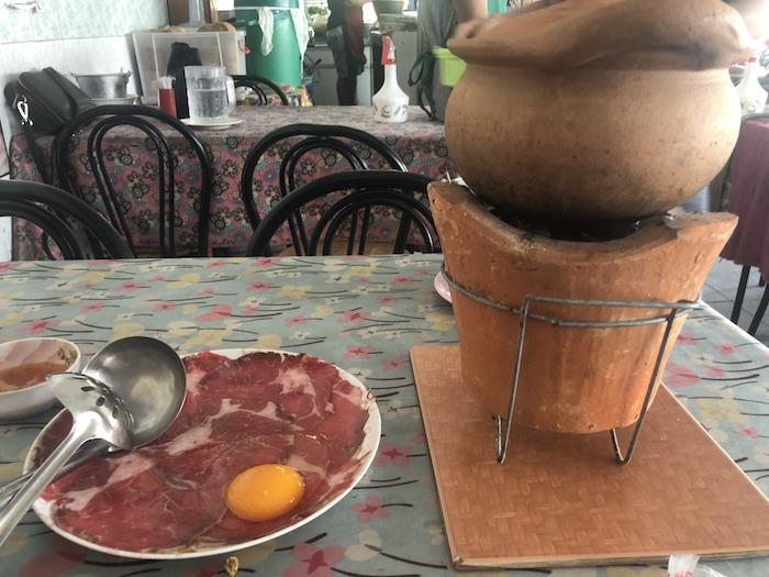 朝からやってる絶品チムチュムとガイヤーンのタイ食堂【ビクトリーモニュメント駅】