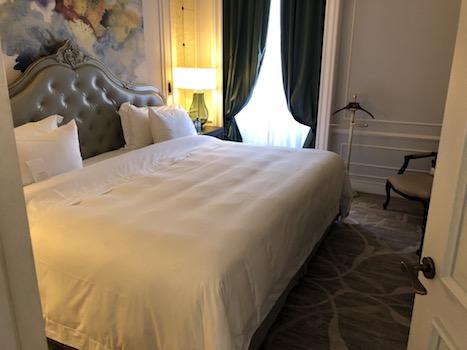 寝室はキングサイズ