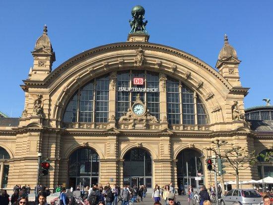 フランクフルト中央駅表