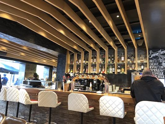 ホテル併設のカフェ
